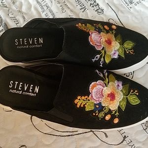 Steven by Steve Madden embroidered mules